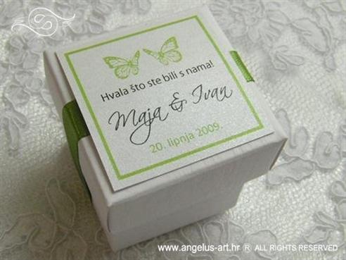 zeleni konfet za vjenčanje u kutijici sa zelenim leptirima