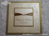 zlatna ekskluzivna pozivnica za vjenčanje s bež detaljima i perlicama