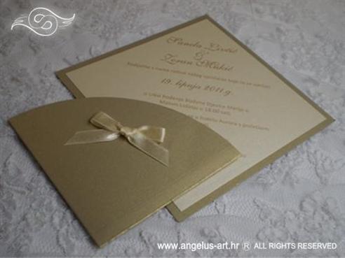 zlatna krem pozivnica za vjenčanje u obliku dijamanta s mašnicom