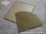zlatna pozivnica s 3D izbočenjem u zlatnoj boji