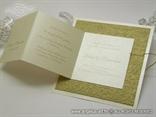 zlatna pozivnica s 3D uzorkom prikaz teksta