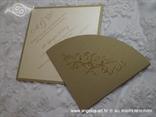 zlatna pozivnica u obliku dijamanta s tiskom teksta