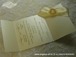 zlatna pozivnica za vjenčanje s brošem od bisera tisak teksta