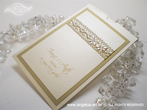 zlatna zahvalnica za vjenčanje s čipkastom mrežom i dva leptira